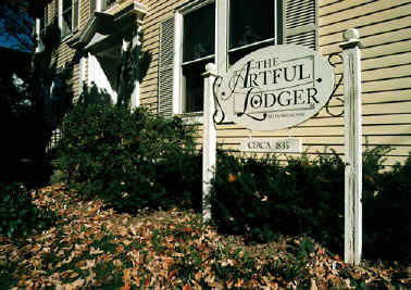 The Artful Lodger Front Sign